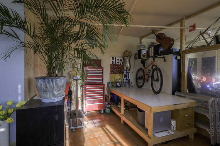 Live/work space of painter and bike maker.