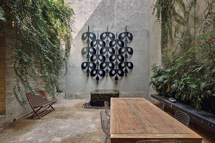 Sculpture in outdoor courtyard at a Mexico City home