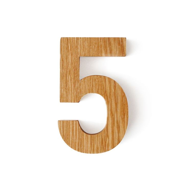 Oak house number in sans serif font