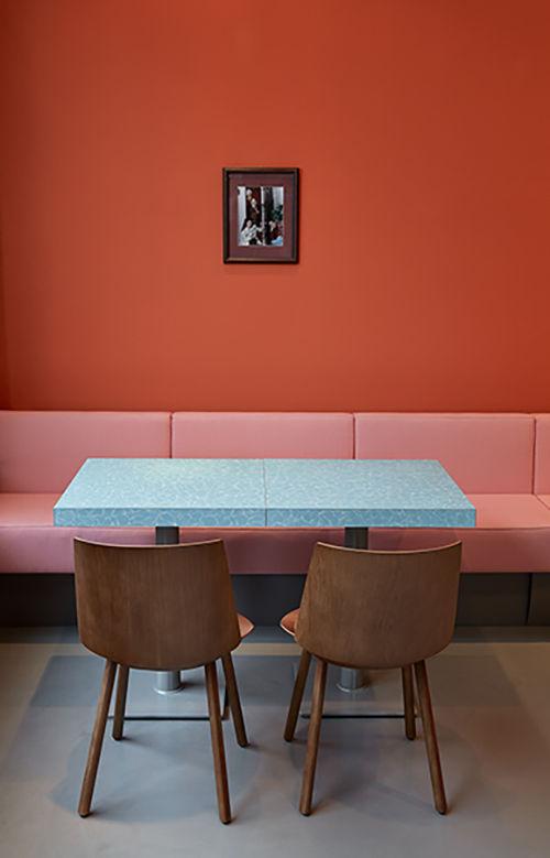 Seinfeld portrait in Louis Pretty restaurant in Berlin