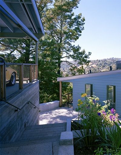 Cantilever of midcentury modern renovation in Bay Area by Buttrick Projects.