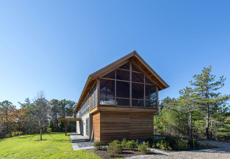 Cape Cod cabin with a gabled roof
