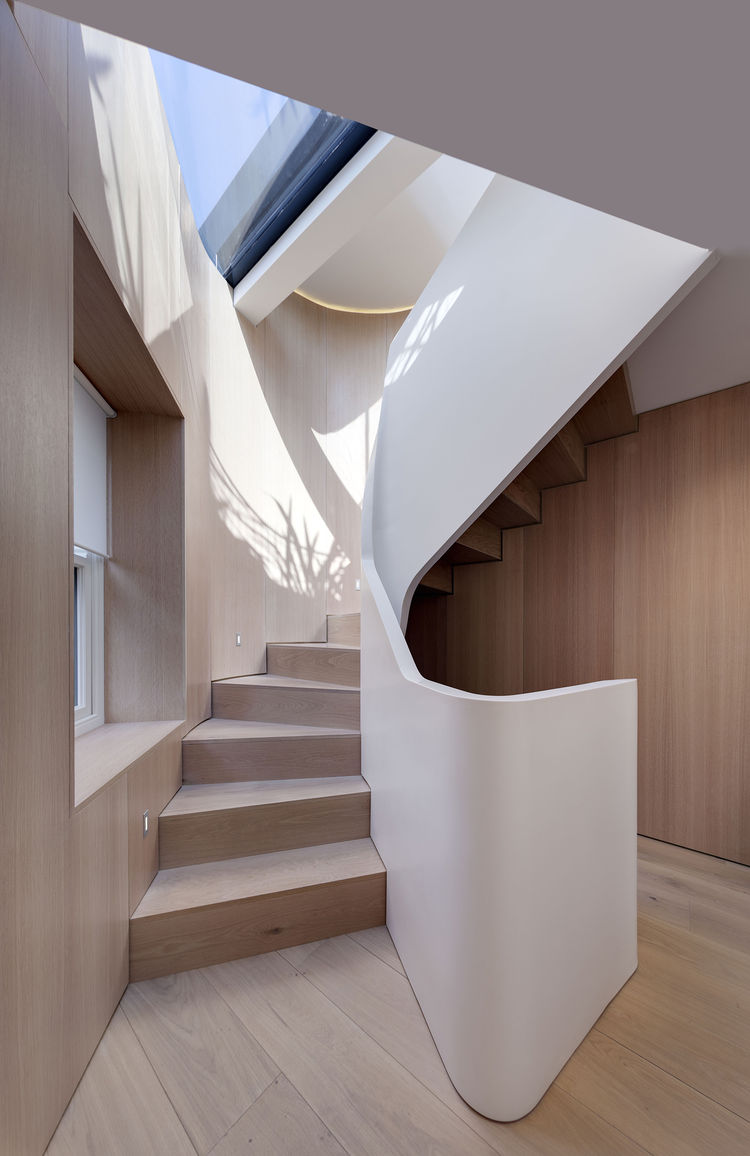 Acrylic balustrade in a five-story London house