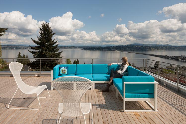 Cedar deck of Seattle home by JW Architects