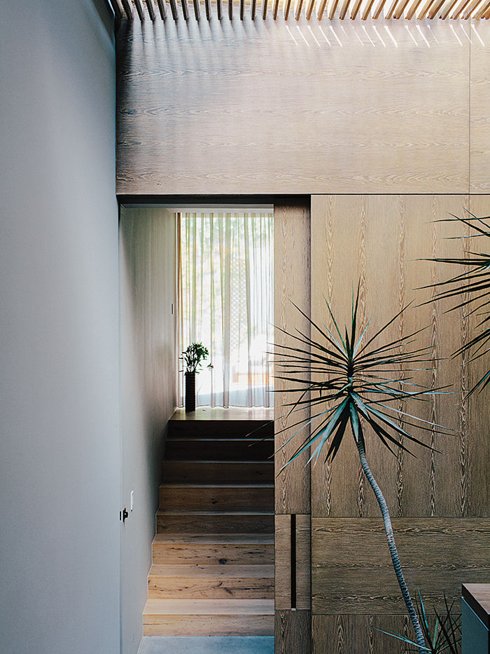 Oak stairwell in a Mexico City home
