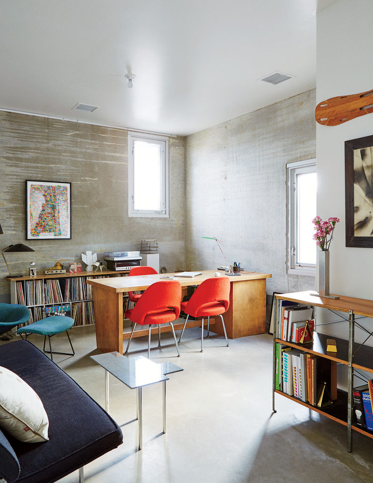 Mondern prefab Chicago live/work space by UrbanLab with eames storage unit by herman miller and knoll chairs in the office with concrete flooring
