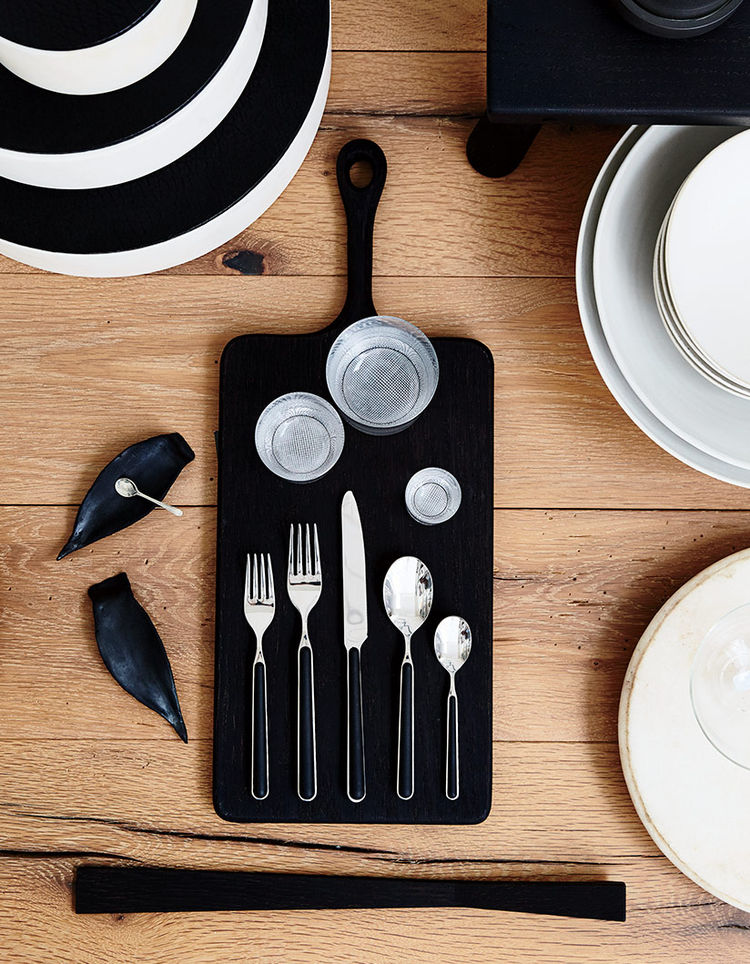 Fantasia black flatware set