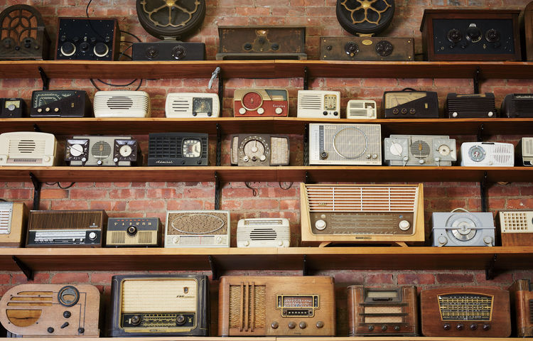 Vintage radios and receivers at Tekserve