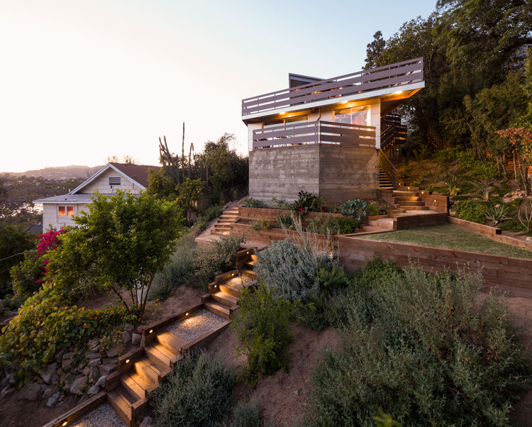 Drought-tolerant landscaping outside prefab Los Angeles home by Marbletecture.