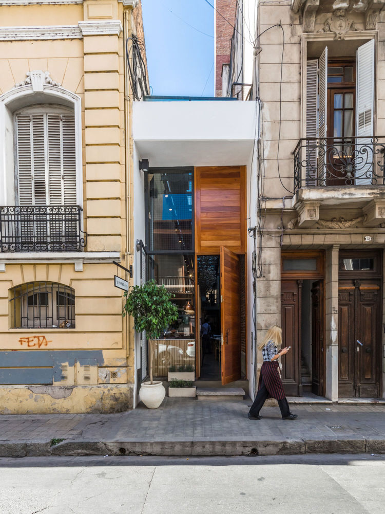 Narrow restaurant with a modern facade in Argentina