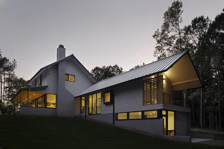 Modern North Carolina home with Jeld-Wen Windows & Doors.