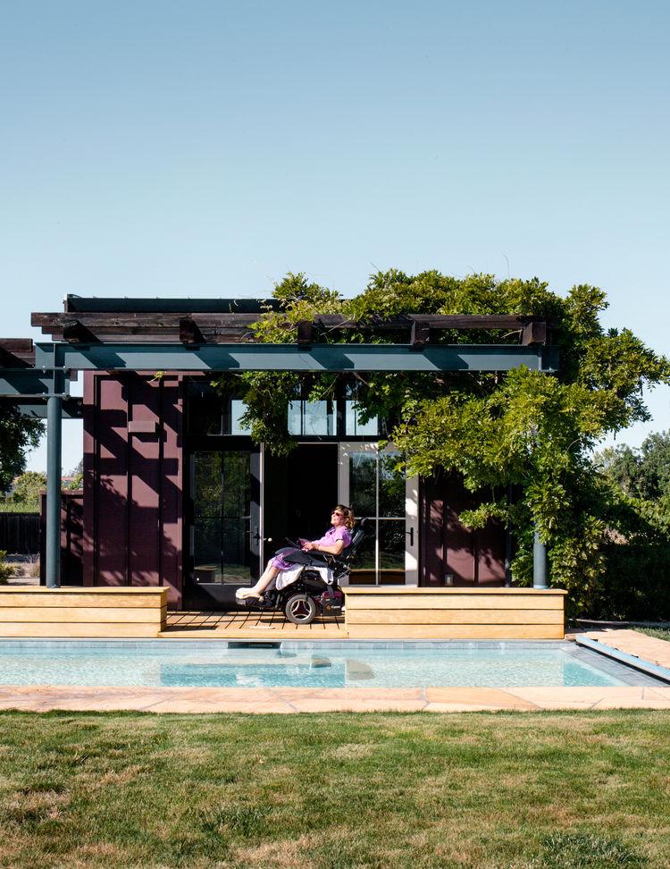 Coe-Ten pool house in Northern California