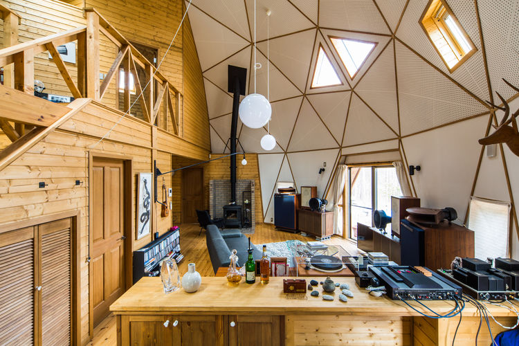 Cabin-like home in Japan with a domed ceiling