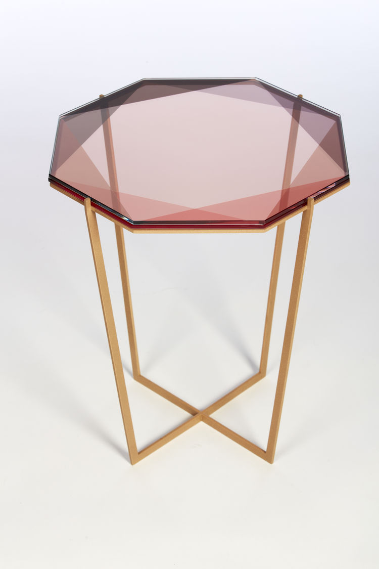Distinctive and sculptural table inspired by gemstones
