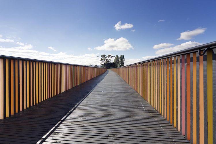 modern architecture design glenorchy sculpture park pavilion footbridge