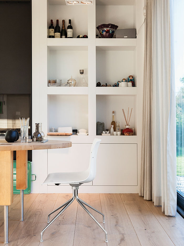 Amsterdam canal house dining area with Arper chair
