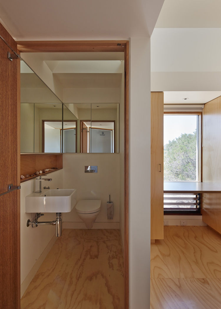 Villeroy & Boch toilet and Caroma basin in bathroom.