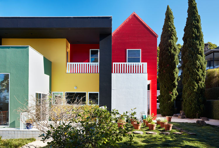 The colorful facade of a Hawaiian home by Ettore Sottsass