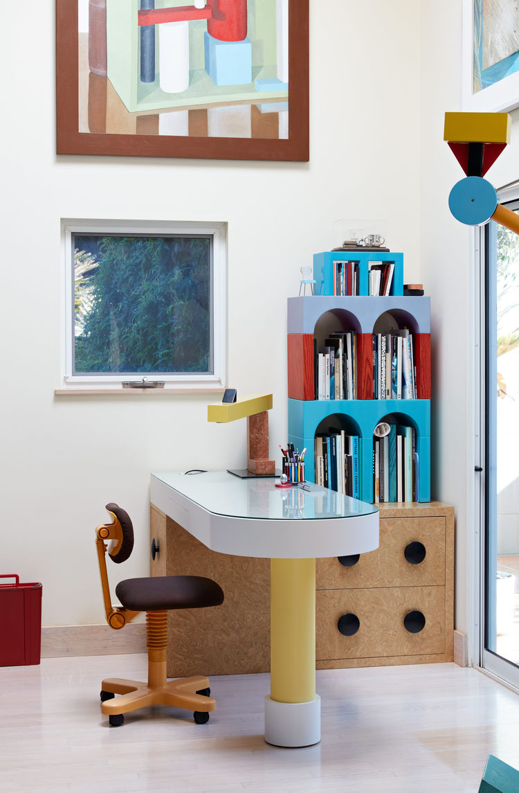 Giotto shelves, a Treetops floor lamp, and an Olivetti chair, all by Ettore Sottsass, furnish the home office.