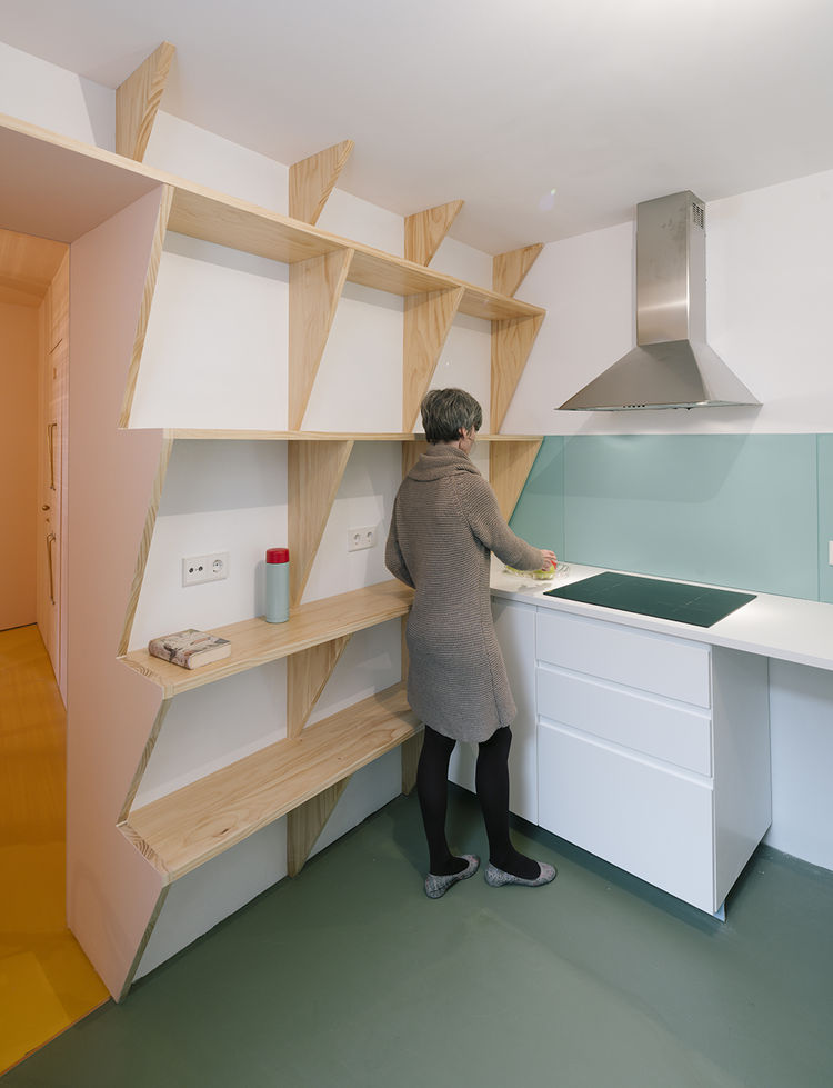 Kitchen shelves in the Bathyard renovation in Madrid, Spain