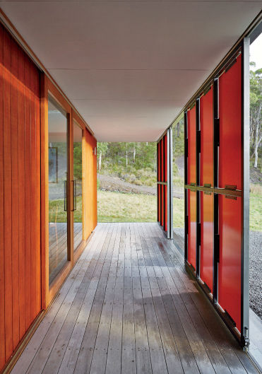 Double skin of Tasmanian prefab by Misho+Associates.