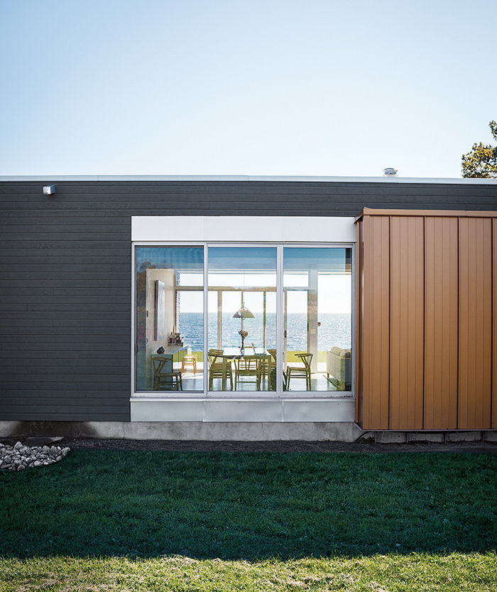ontario vacation home facade made of wood siding and aluminum with floor to ceiling windows