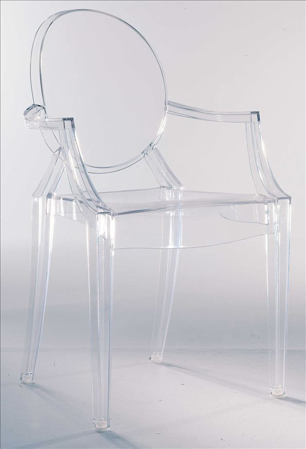 Iconic armchair in clear plastic finish