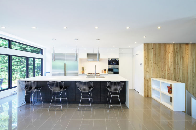 Quebec kitchen with a Corian countertop and Bertoia stools