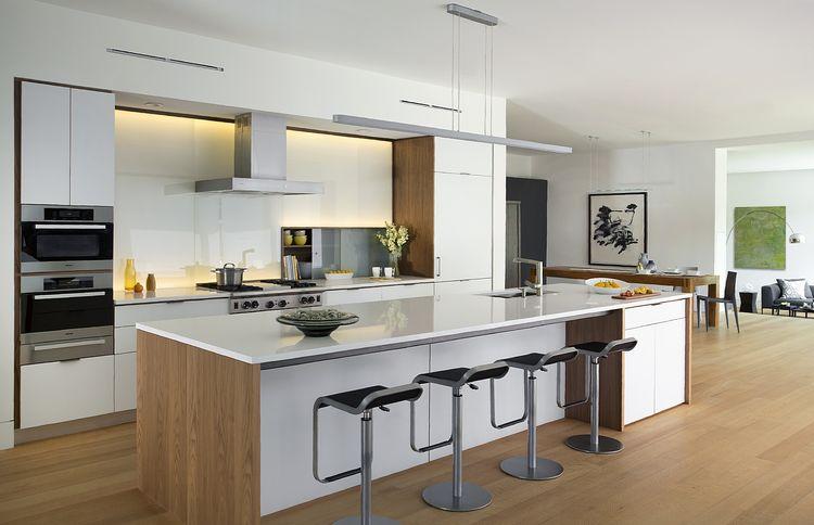 Modern white kitchen with HenryBuilt cabinets