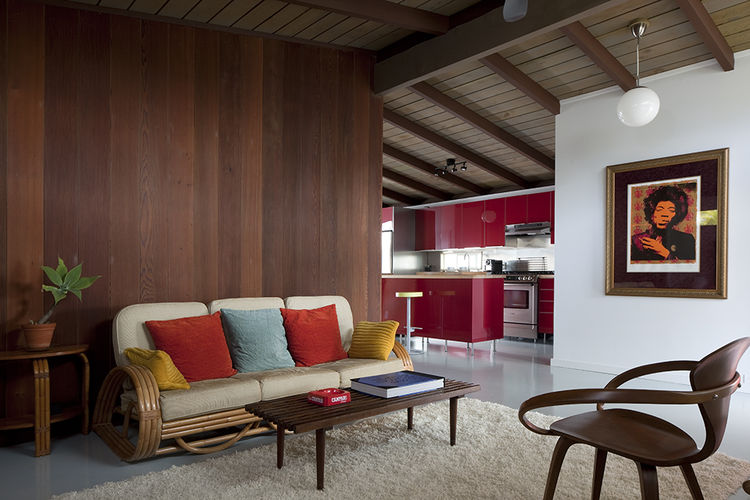 Cherner chair and redwood wall in living room of Hawaii renovation by Fritz Johnson Architect