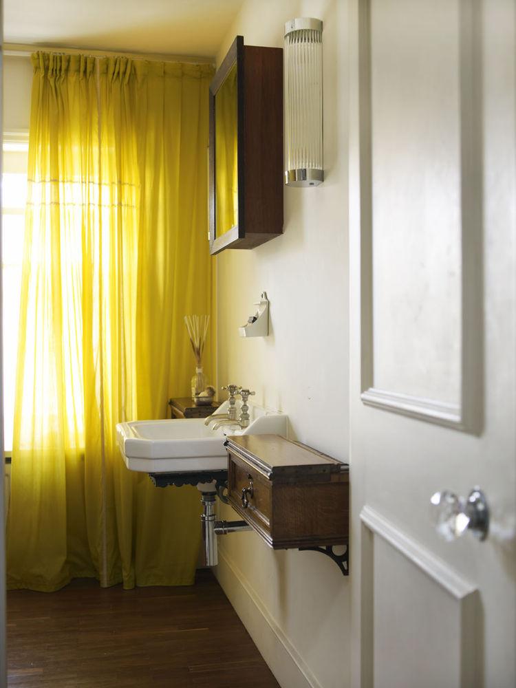 London Terrace home bathroom