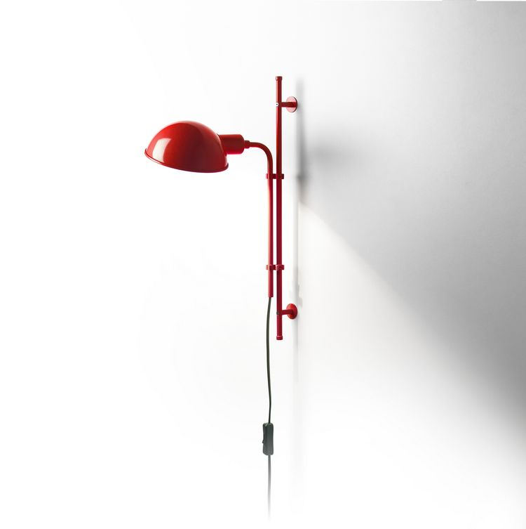 Iconic wall light with up and down movement