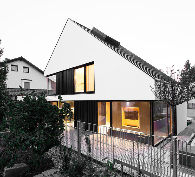 Pitched roof of the House B in Munich