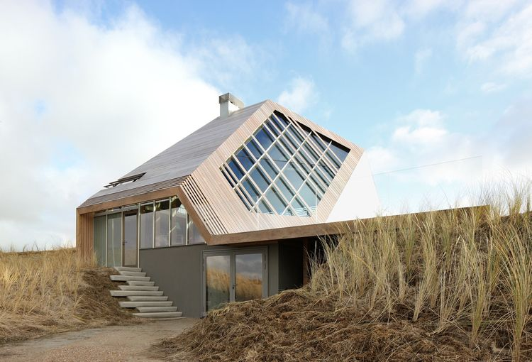 Driveway and front door to the Netherlands dune house
