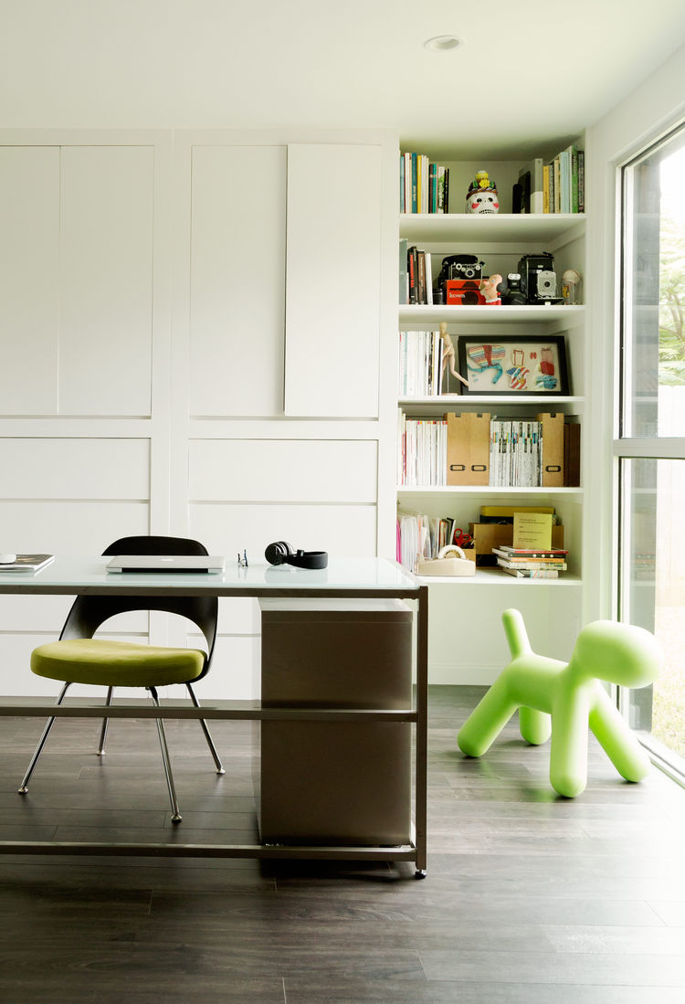A playful office that includes a Saarinen chair and an Eero Aarnio Puppy.