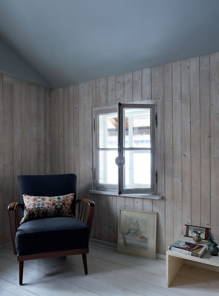 Swiss family getaway small space renovation with living attic pine