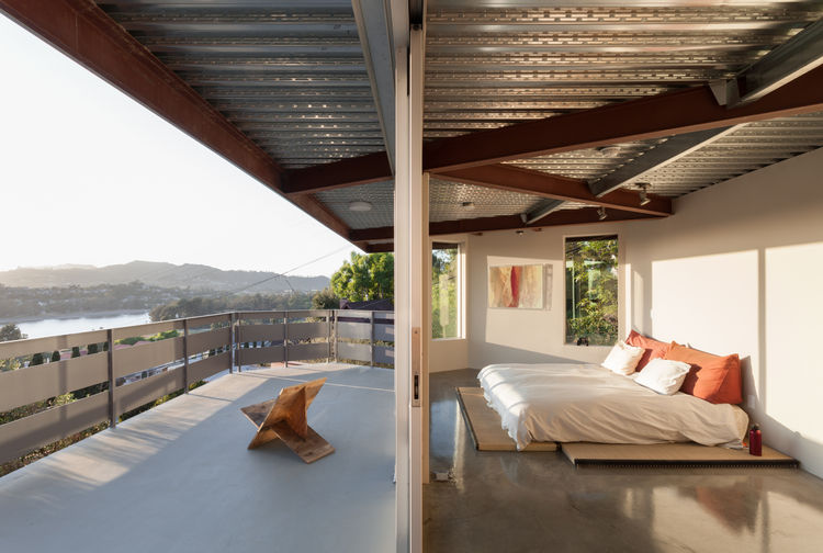 Indoor-outdoor bedroom of prefab Los Angeles home by Marbletecture.
