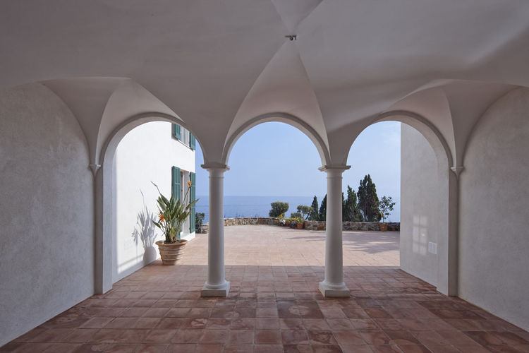 Restored architectural details of the Villa Le Trident in the French Riviera, renovated by 4a Architekten.