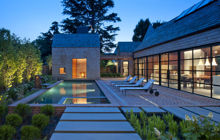 Richard Schultz outdoor lounge chairs on patio of Delaware renovation by Robert M. Gurney Architect