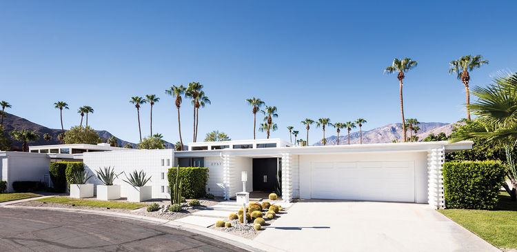 Midcentury modern home in Kings Point in Palm Springs