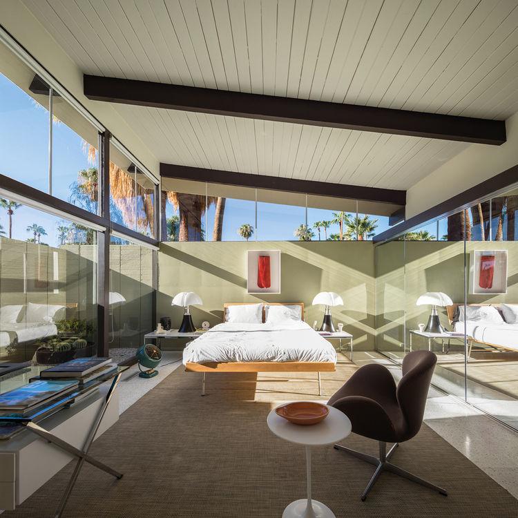 Midcentury bedroom in Palm Springs by William Krisel