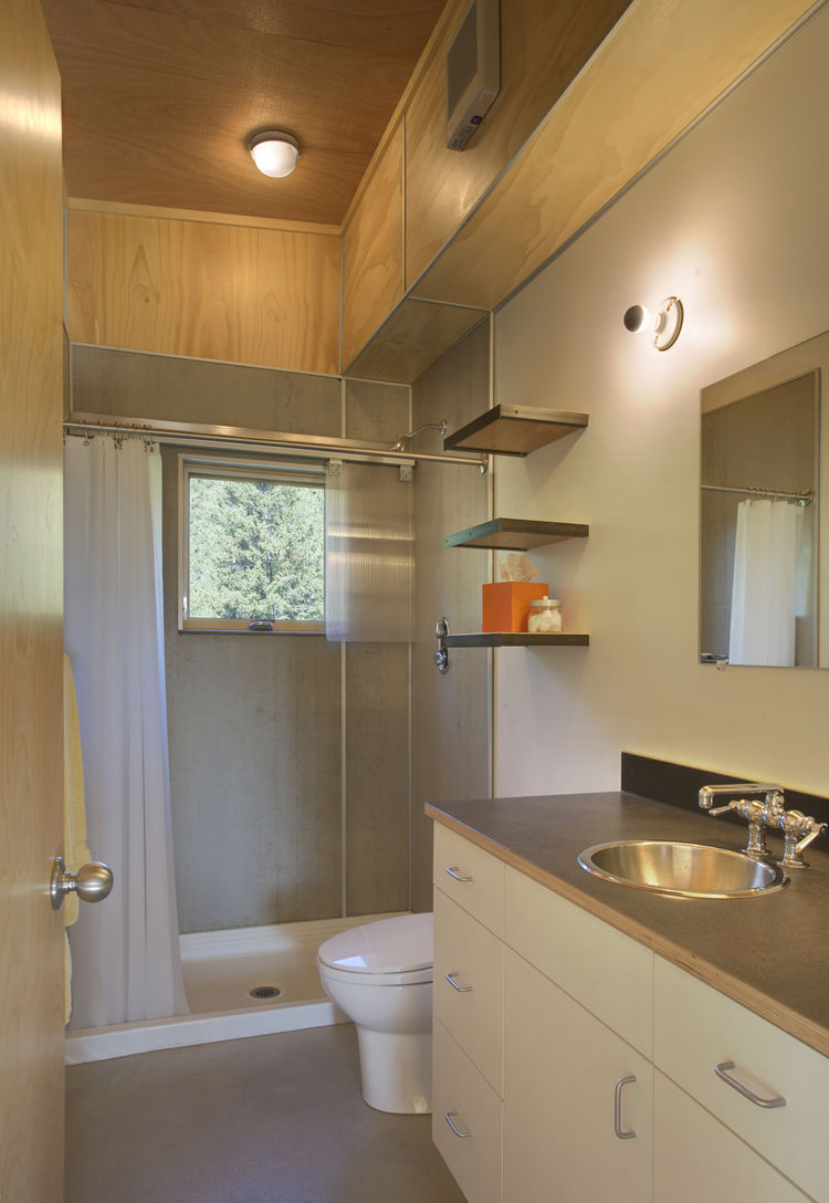 Pine Forest Cabin bathroom