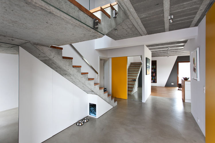 Polish house with concrete staircases and mirrors