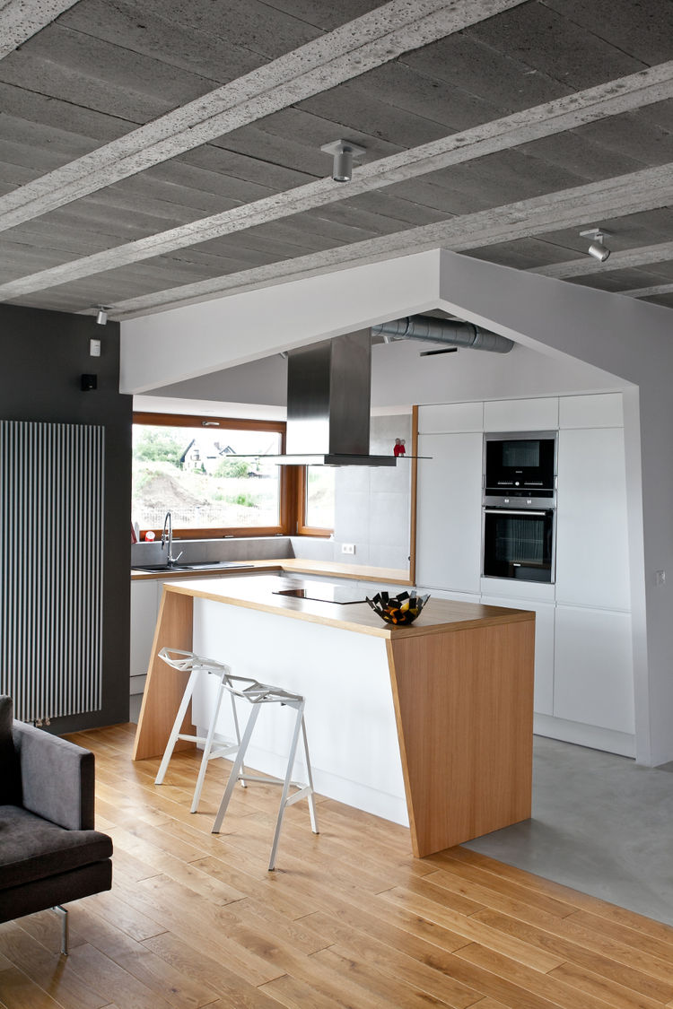 Small kitchen inside a geometric frame