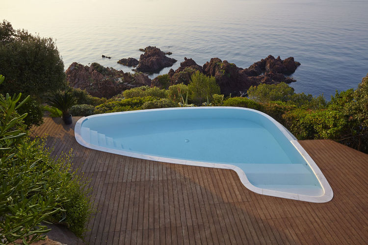 Pool of Villa Le Trident in the French Riviera, renovated by 4a Architekten.