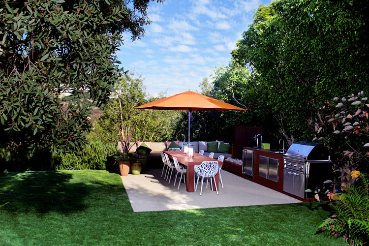 Los Angeles Ranch House Back Yard and Patio with Grill
