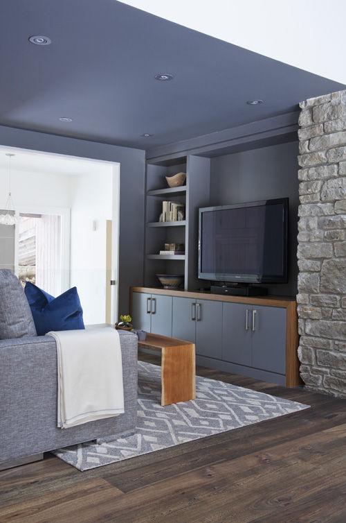 Cozy living room in Ontario