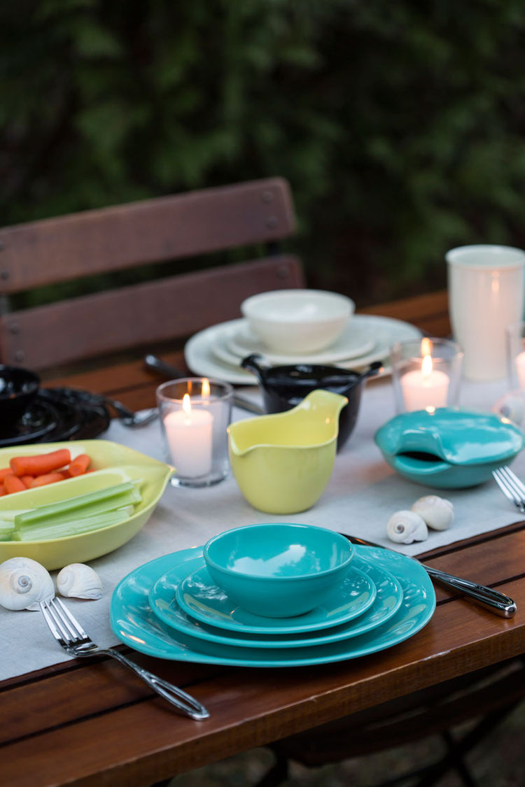 Melamine place setting for indoor/outdoor dining