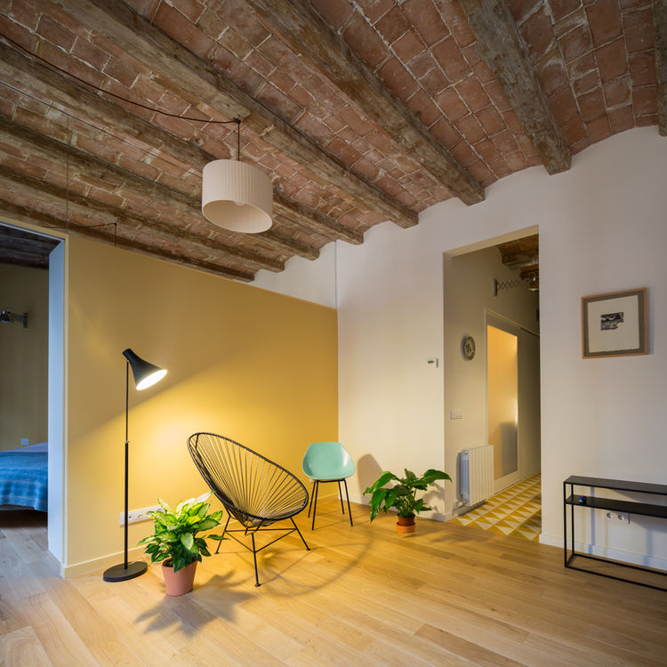 Creative partition between a bedroom and living room in Barcelona