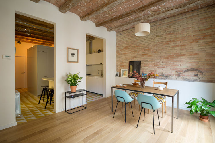 Kitchen and living area in a 1930s Barcelona apartment